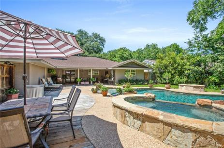 Magnolia Realty Pool Home in Waco