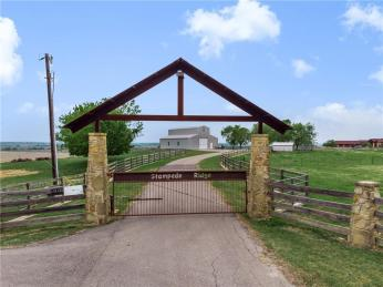 300 Acres For Sale in Texas