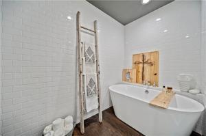 Waco Home For Sale   $255k   Magnolia Realty